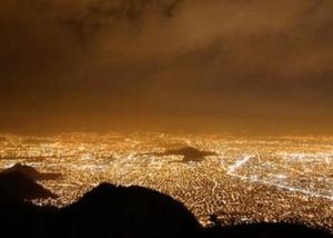La contaminación lumínica consiste en el desperdicio de luz que se realiza principalmente en grandes ciudades