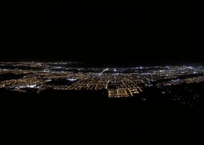 La contaminación lumínica consiste en el desperdicio de luz que se realiza principalmente en grandes ciudades.