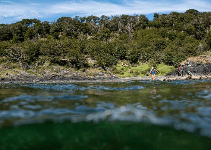La nadadora de aguas gélidas y mujer del año, Bárbara Hernández, reconoce algunos de sus destinos favoritos para nadar en Chile.
