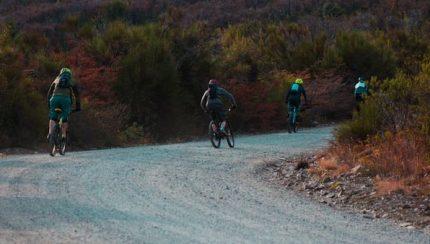 Qué es el ciclismo de gravel y cómo practicarlo